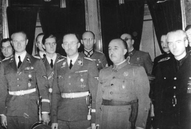 Al extremo derecha de la foto Ramón Serrano Súñer junto a Francisco Franco. A su lado está Himler.