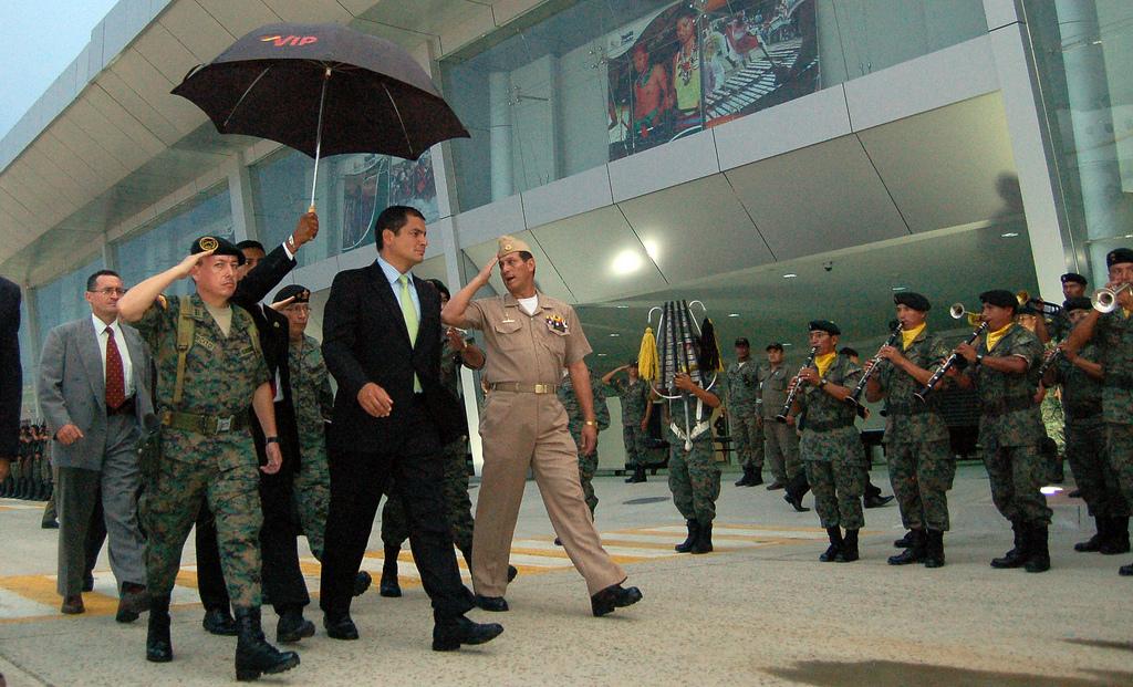 Santa roza, 26 de enero 2010.- Presidente Rafael Correa inauguró y recorrió el nuevo aeropuerto de Santa Rosa (Foto Emilio Sánchez/Presidencia de la Repùblica)