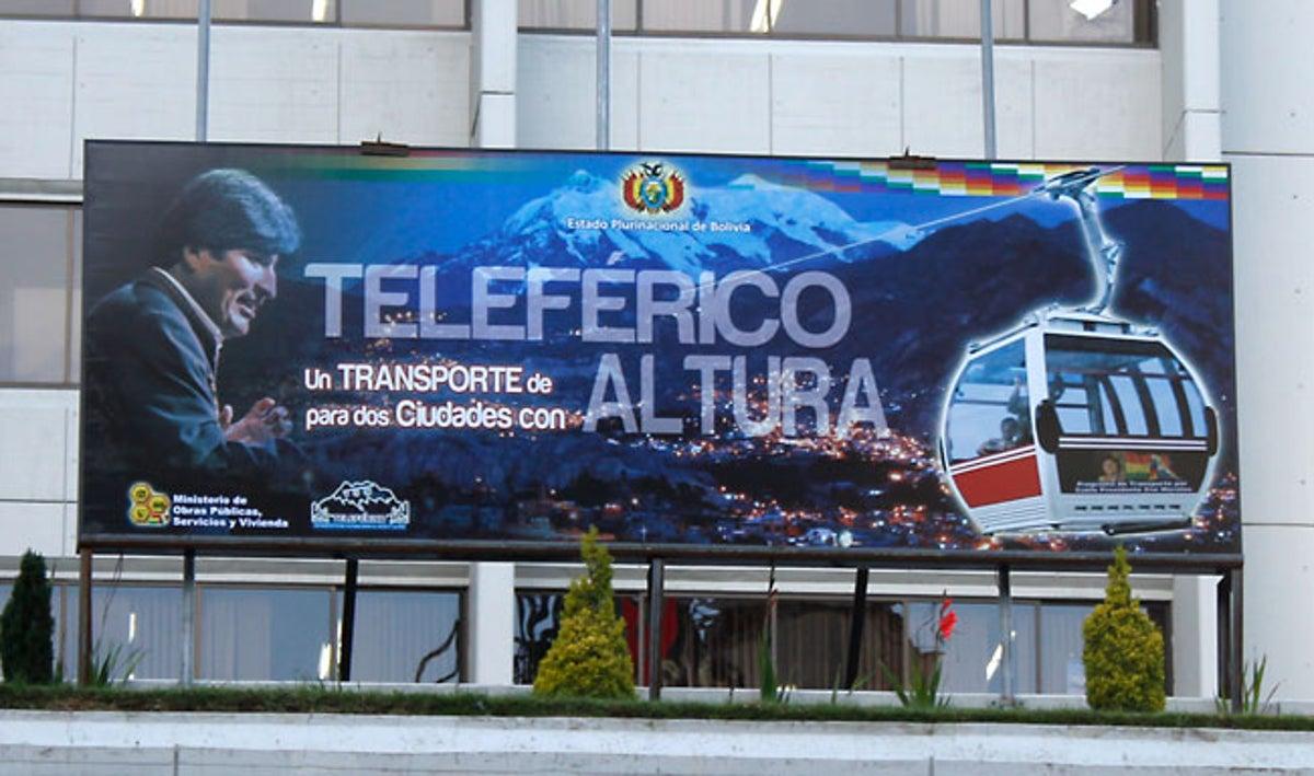 El teleférico de La Paz está ligado a la figura del ex Presidente. Su rostro aparece hasta en las puertas de las cabinas.