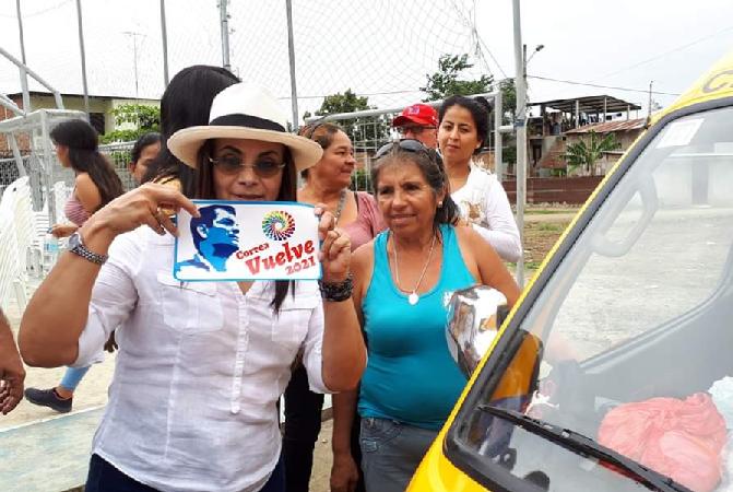 Pierina Correa decidió hacer una reunión en el sector de El Florón, donde ella dice que comenzó la campaña de su hermano en el 2006